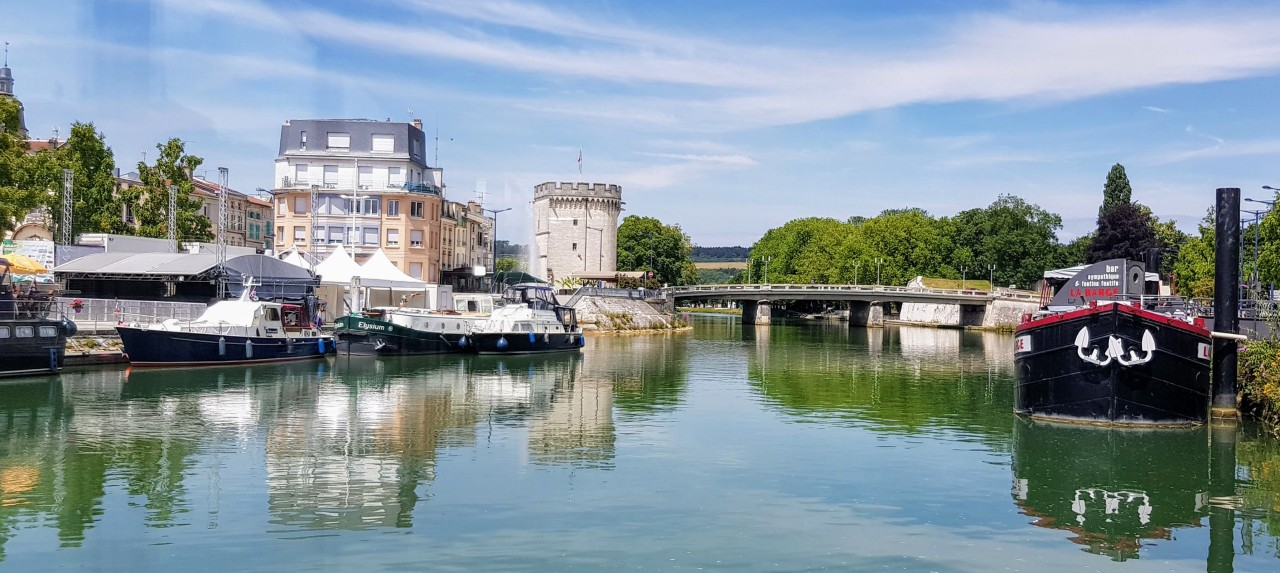 Promenade et repas sur la Meuse avec le bateau touristique «Mosa»