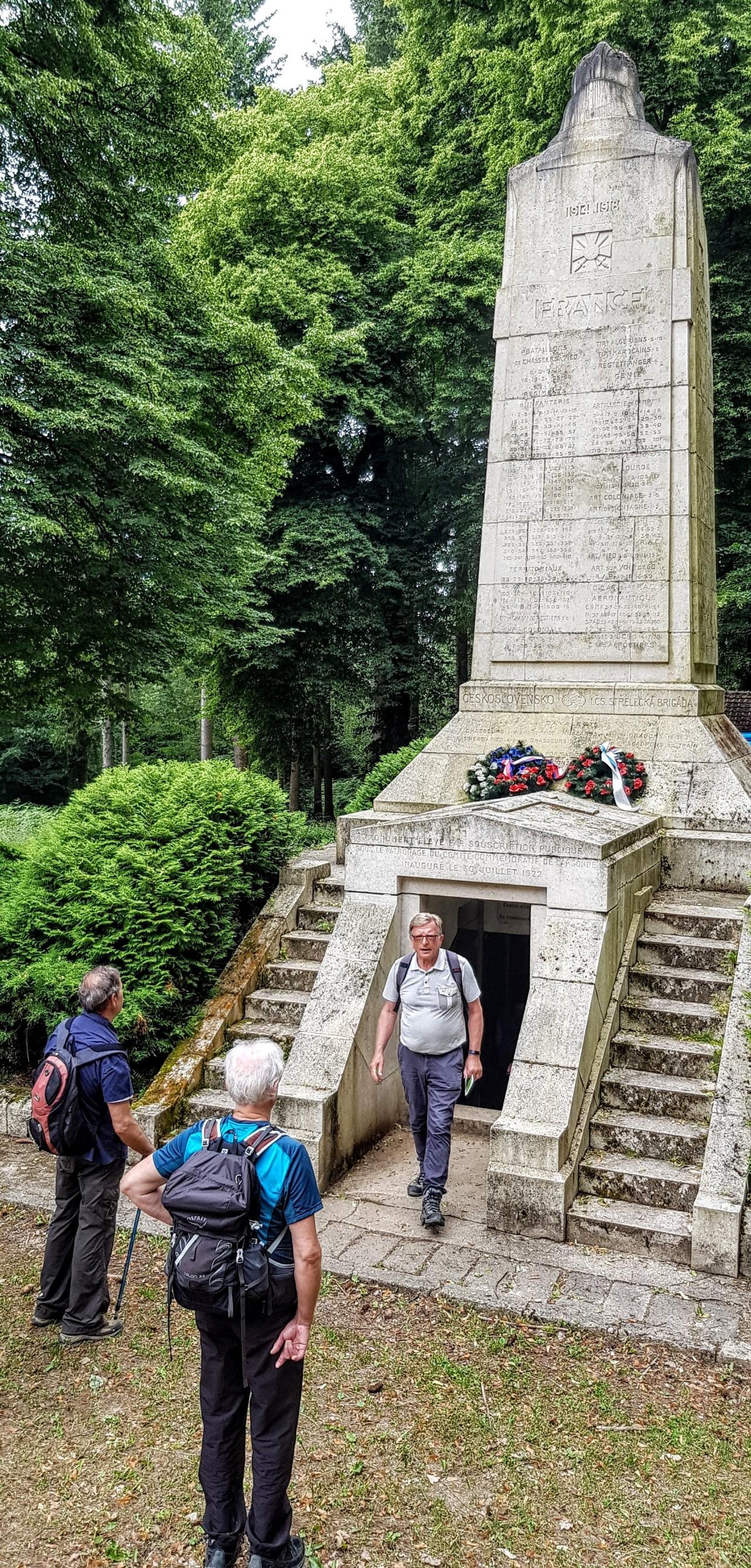 Autour du Monument-Ossuaire de la HauteChevauchée
